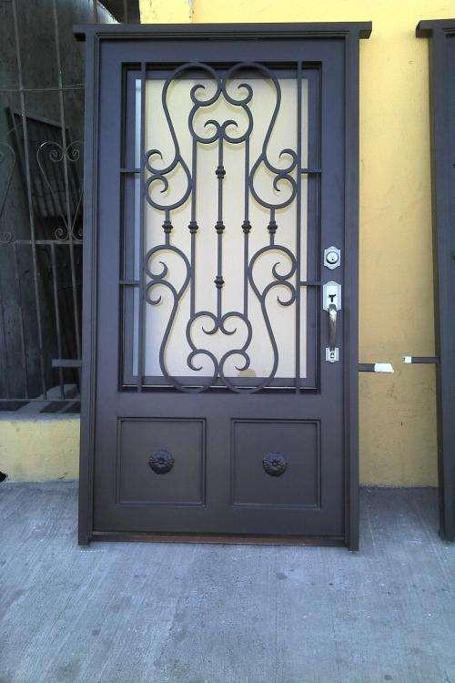 Modelos de puertas metalicas para entrada principal for Modelos de puertas metalicas